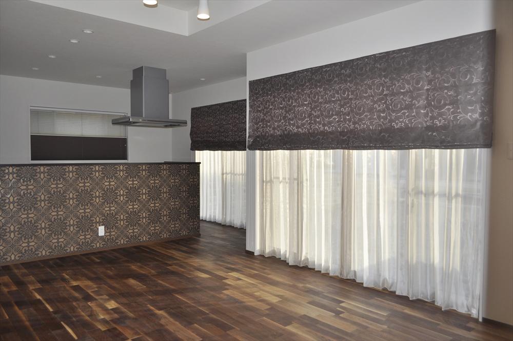 ブラウン×リーフ トルコレース アカシアの床 蒲生工務店