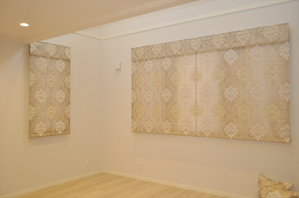 ベージュのダマスク柄 ダブルシェード 子供部屋のカーテン 緒方設計事務所