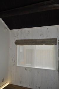 古民家改築の歴史ある佇まいに上質なリネンと輸入ならではの生地 店舗のカーテン
