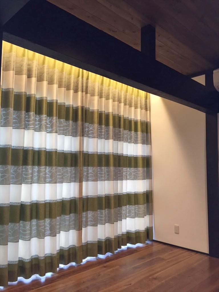 ダークウォルナット×オリーブグリーン 和モダンなカーテン