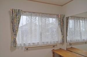 自然素材の家に自然素材のカーテンを リネンとコットン えいゆう設計
