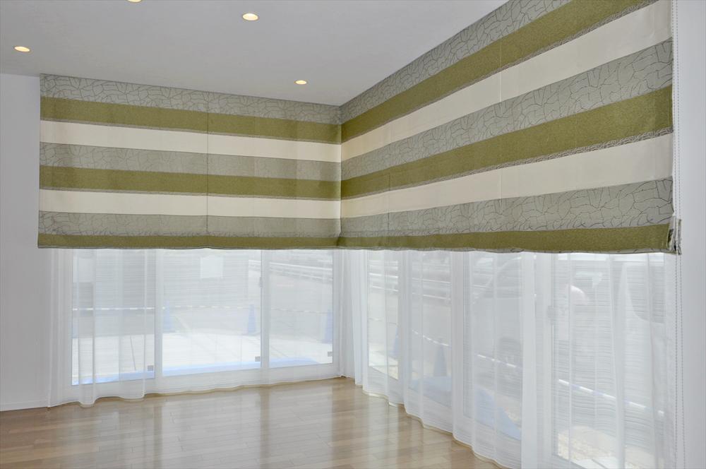 天井の高さを生かしたシェードスタイル モダンなモスグリーン 大和ハウス
