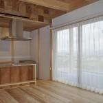 木×ステンレス ナチュラルモダンなお家 素材感の感じられるカーテン