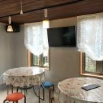 店舗のカーテン バラ柄のフェミニンレースでバルーンシェード ガーデンカフェ