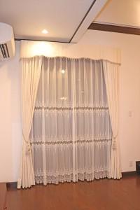 242.バランス付きカーテンでシックモダンなお部屋に