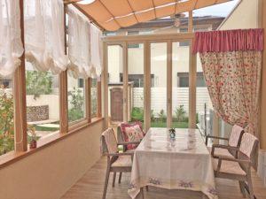 上品で可愛らしい イギリス製の刺 しゅうカーテン