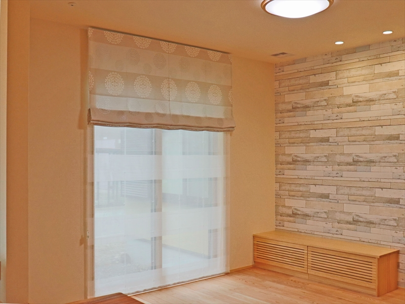 353.木の温もりを感じられるナチュラルな空間に和モダンなカーテン 木屋長工務店様