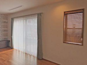 357.ナチュラルモダンなお部屋に爽やかなミストグリーンのカーテン エールコーポレーション
