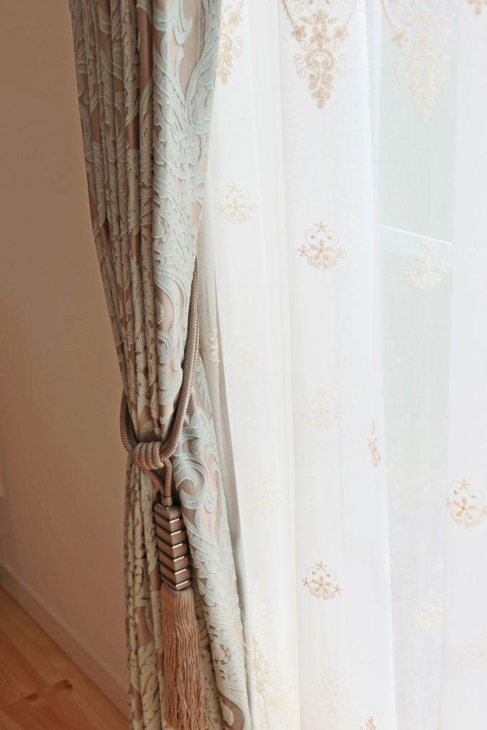 364.フレンチシャビーなカーテンをご提案 Raku Raku NATURAL HOME(楽々自然住宅)