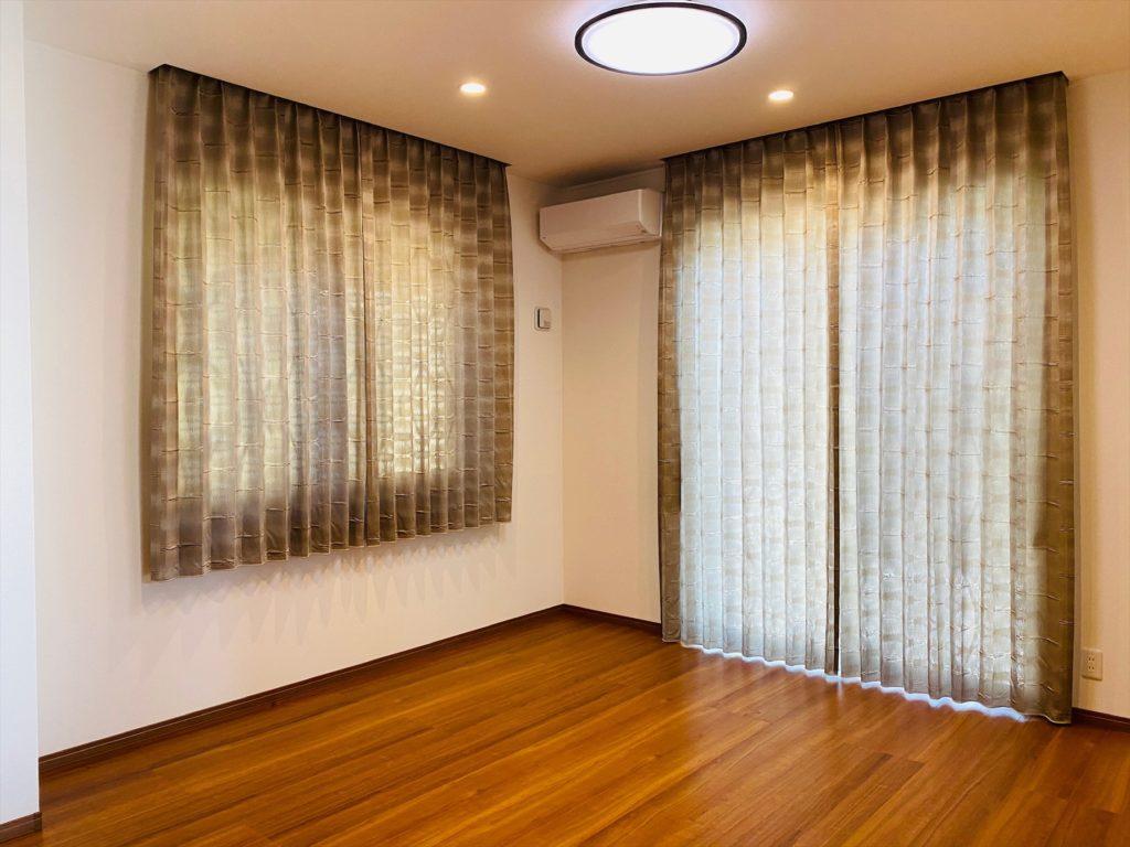356.和でも洋でも似合う質感の良いカーテン